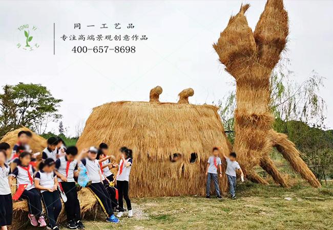 稻草工艺品大型草雕螃蟹造型